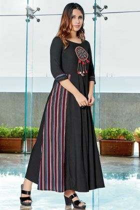 Black Color Rayon Stylish Kurti With Printed Work